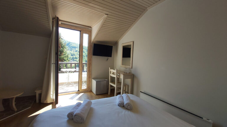 Classic Attic Double Room with Mountain View